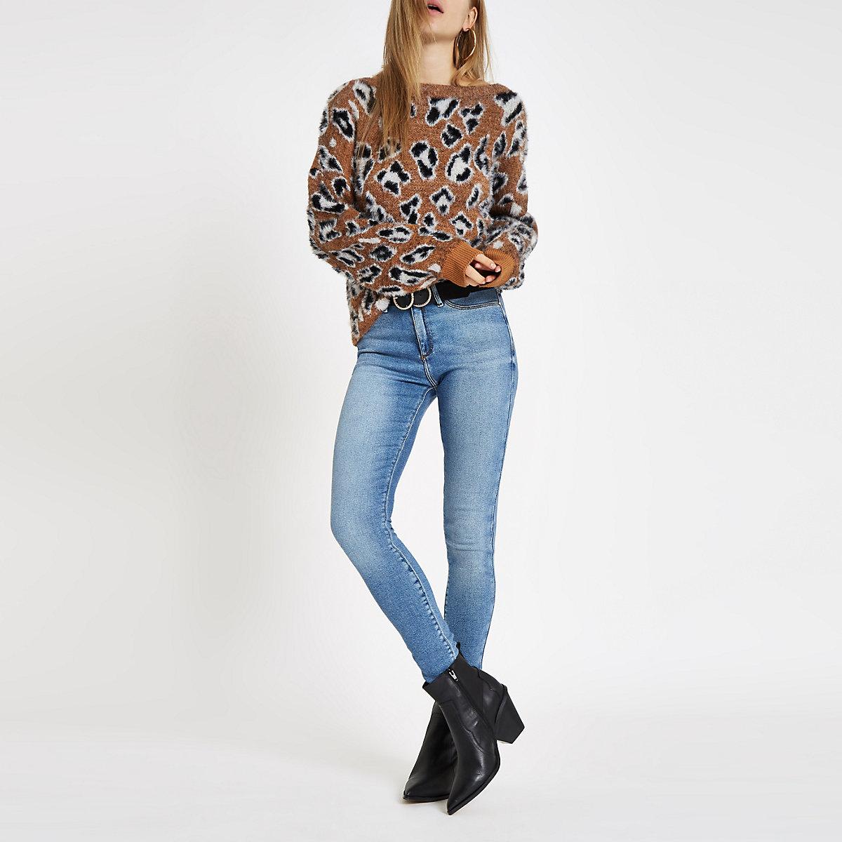 4ed84d634d2f Brauner Pullover mit Leopardenprint Brauner Pullover mit Leopardenprint  Brauner Pullover mit Leopardenprint ...