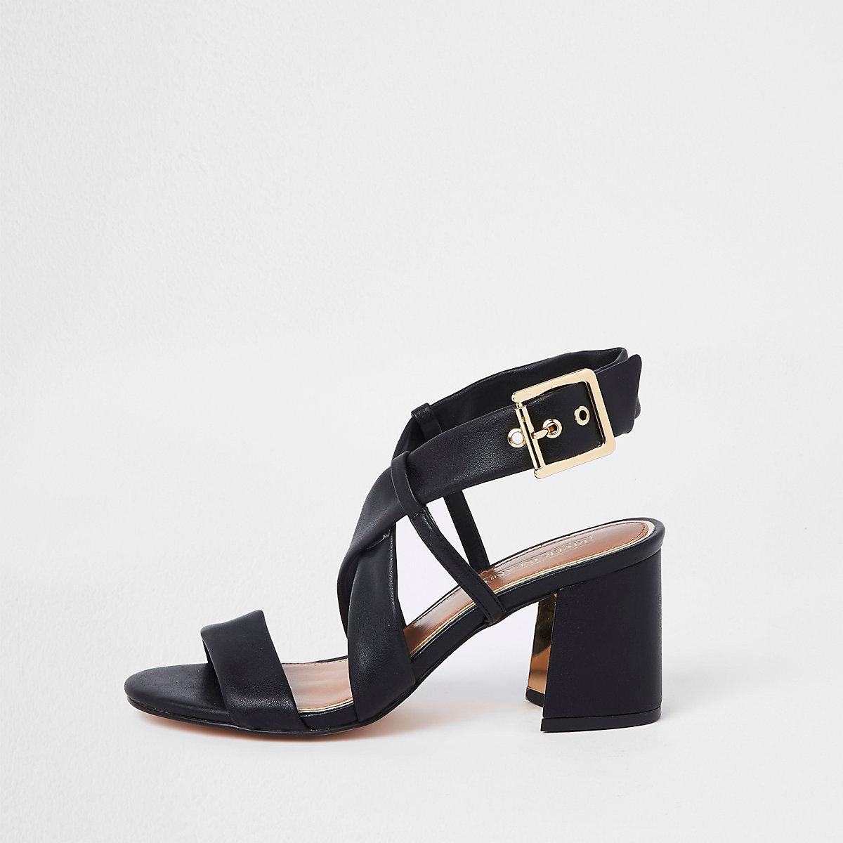Zwarte sandalen met bandjes, brede pasvorm en blokhak