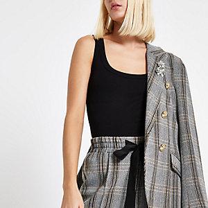 Zwart hemdje met brede banden en lage hals