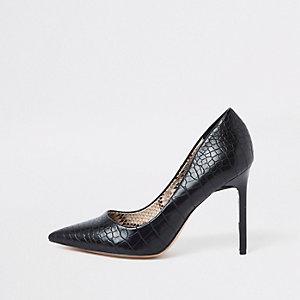 Zwarte pumps met brede pasvorm en krokodillenprint in reliëf