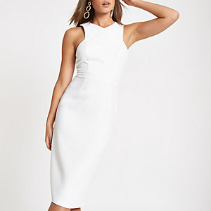 Witte gekruiste hoogsluitende bodyconmidi-jurk