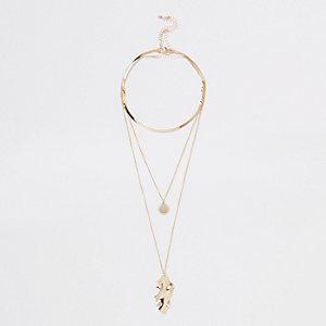 Mehrreihige Halskette in Gold mit Anhänger