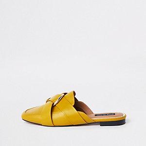 Gele hielloze loafers met ring