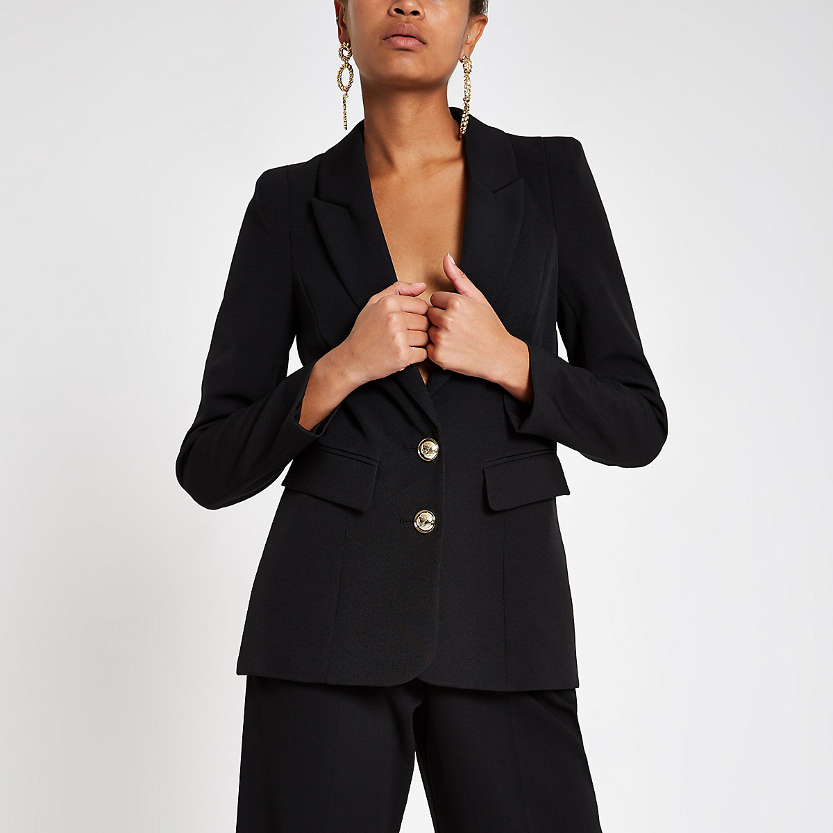 Black fitted long sleeve blazer
