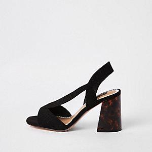 Sandales larges noires à talon carré et brides croisées