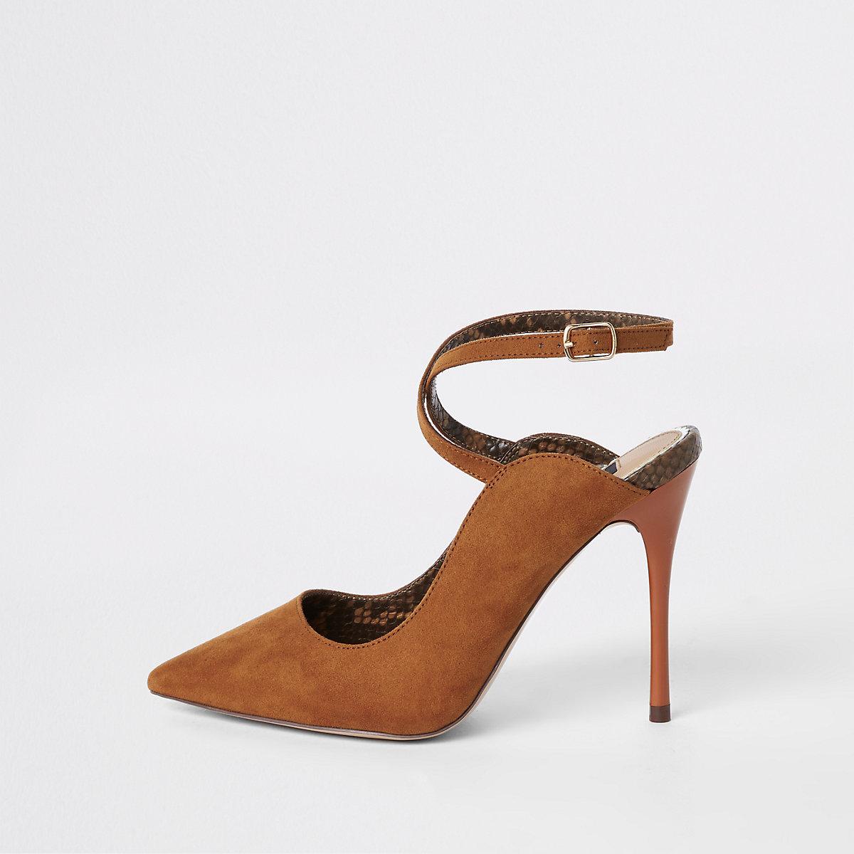 Escarpins marron à bride de cheville coupe large - Chaussures ... 9089e4b3a42b