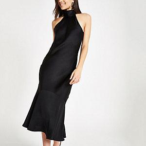 Zwarte hoogsluitende midi-jurk met ruches aan de zoom