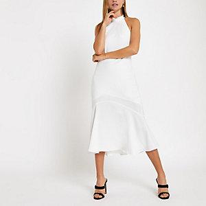 Robe mi-longue blanche dos nu