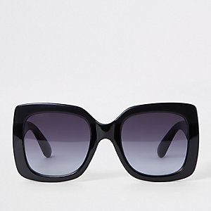 Black oversized tinted lens sunglasses