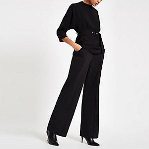 Schwarze Bluse mit Kimonoärmeln und Gürtel