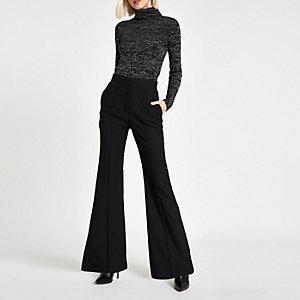 Zwarte wijduitlopende broek