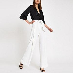 Pantalon large crème avec boucle à strass