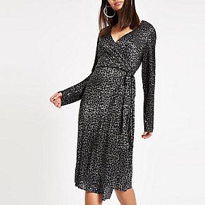 Zwarte metallic plissé midi-jurk met luipaardprint