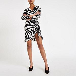 Witte jurk met zebraprint en ruches aan de zij