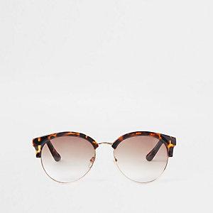 Bruine zonnebril in tortoise met kettingdetail