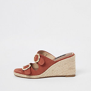 Chaussures compensées orange à boucle et bout ouvert