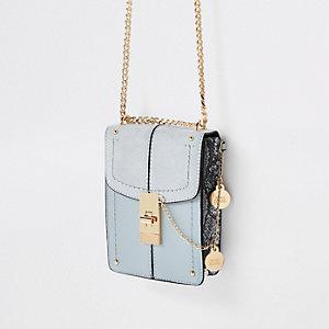 Lichtblauwe kleine crossbodytas met slotje aan de voorkant