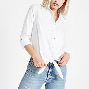 Chemise blanche nouée devant avec boutons à strass