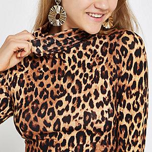 Braunes Rollkragenoberteil mit Leopardenmuster