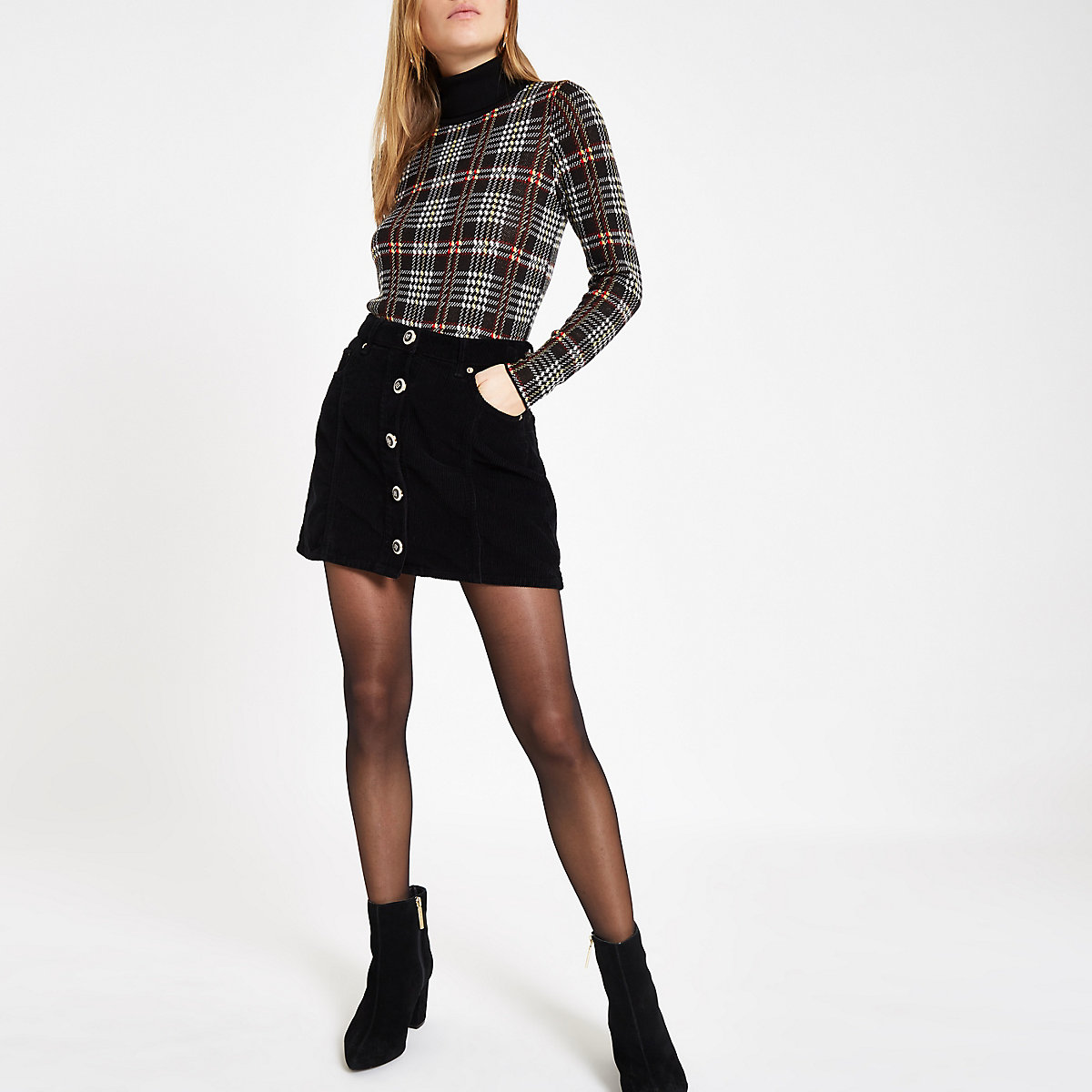 Mini-jupe en velours côtelé noire boutonnée sur le devant