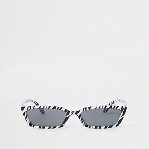 Zwarte zonnebril met smal montuur en zebraprint