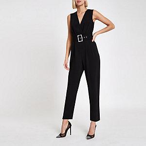 Zwarte jumpsuit met overslag, strikceintuur en smaltoelopende pijpen