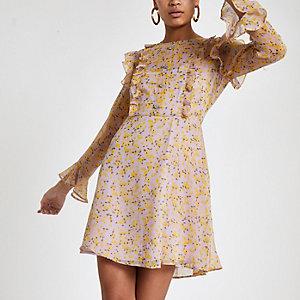 Paarse jurk met bloemenprint, ruches en lange mouwen