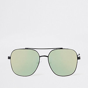 Black mirror lens aviator sunglasses