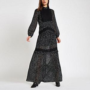 Robe longue imprimée noire avec empiècements en dentelle