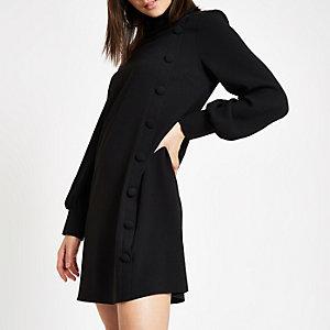 Robe trapèze noire boutonnée sur le devant