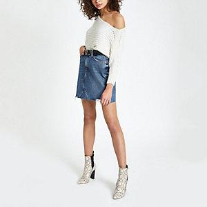 Mini-jupe en denim bleue à ourlet effiloché