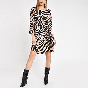 Braunes Swing-Kleid mit Zebra-Print