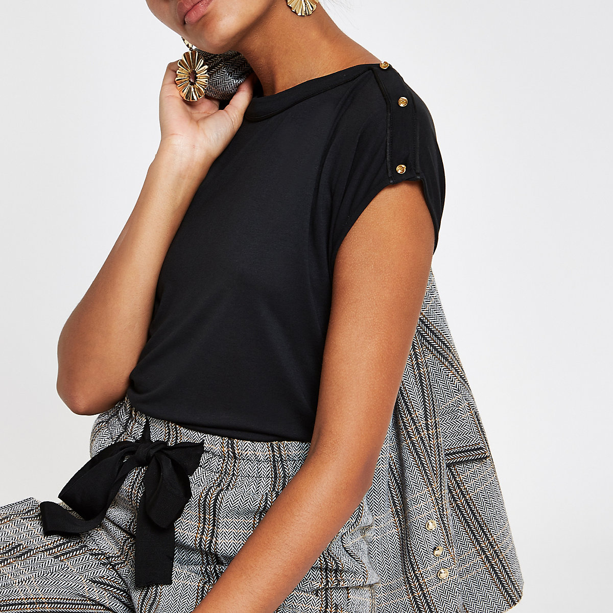 Black piped button sleeve T-shirt