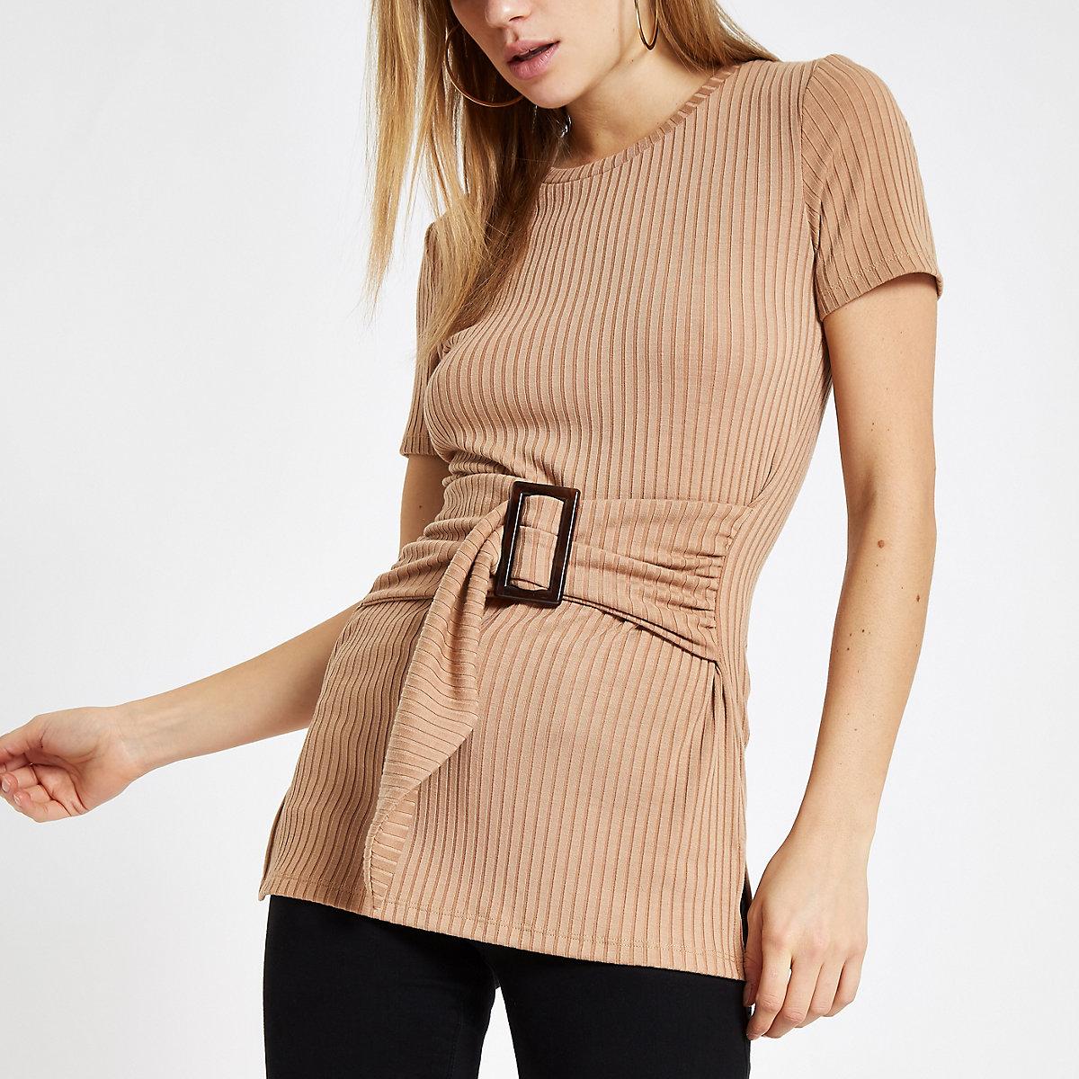 Beige geribbeld T-shirt met ceintuur en ronde hals