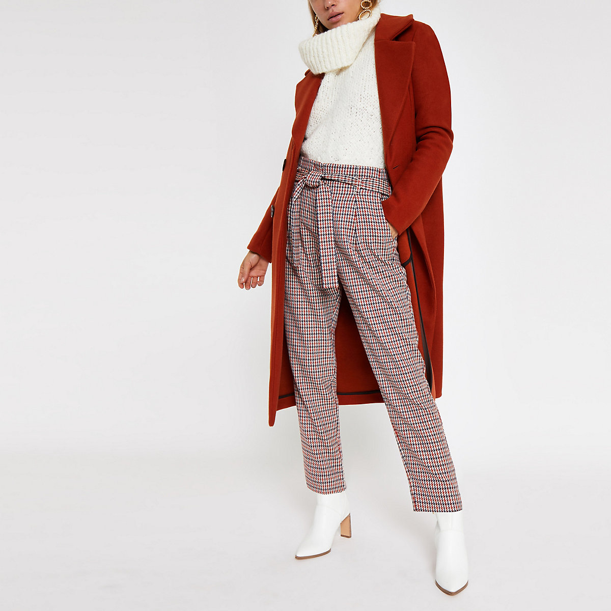 Red check tie waist tapered trousers