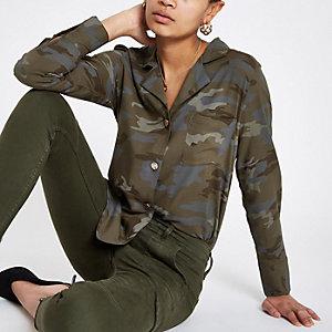 Grünes Langarmhemd mit Camouflage