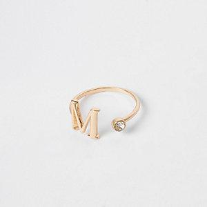 Bague plaquée or ornée de la lettre M