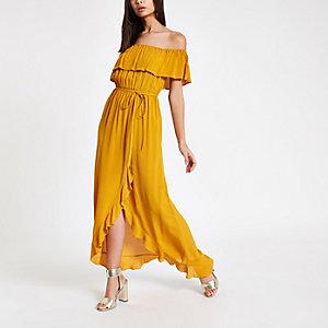 Robe longue Bardot jaune à volants nouée à la taille