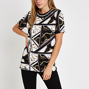 White chain print embellished neck T-shirt