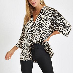Geknöpfte Bluse mit Leopardenmuster in Creme