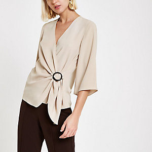 Beige Bluse in Wickeloptik