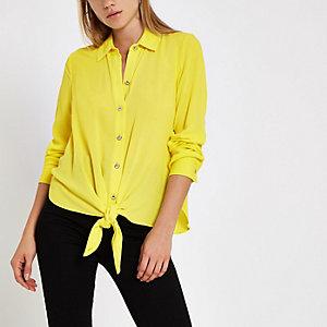 Chemise vert citron à manches longues nouée sur le devant
