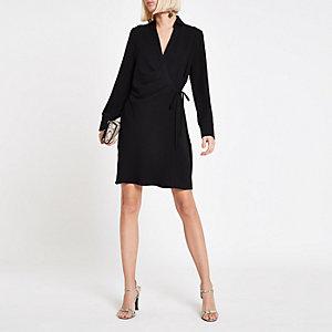 Robe chemise courte cache-cœur noire nouée à la taille