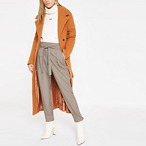 Brown check belted tapered trousers