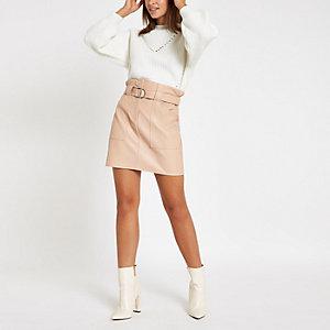 Mini-jupe en cuir synthétique beige à taille haute ceinturée