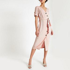 Roze midi-jurk met knoopsluiting voor