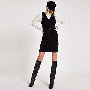 Zwarte mini-jurk met ceintuur en V-hals