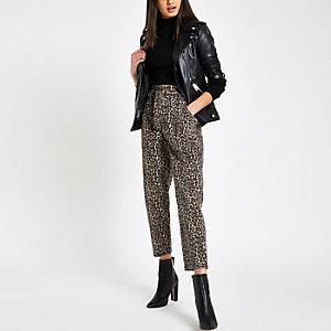Braune Paperbag-Jeans mit Leoparden-Print