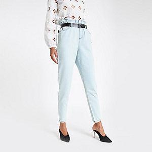 Lichtblauwe jeans met ingesnoerde taille en ceintuur