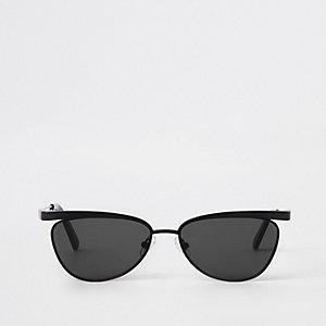 Lunettes de soleil à monture slim noire et verres fumés